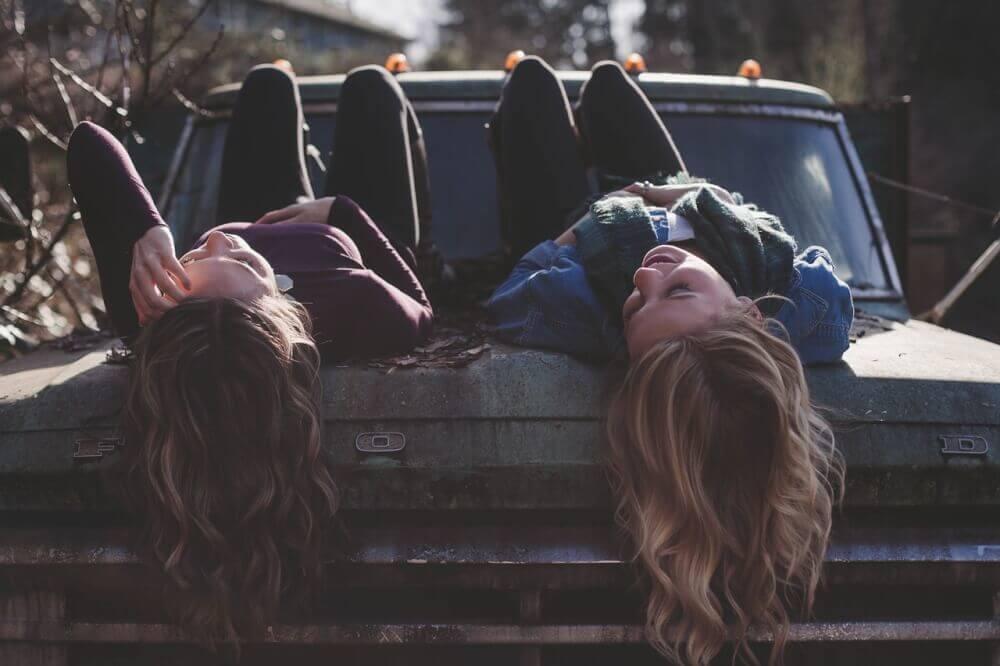 Девушки, машина, отдых